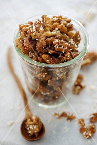 Caramelised walnuts with sesame seeds