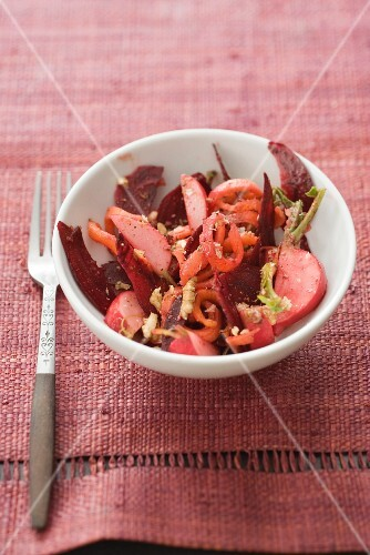 Beetroot salad with apples and carrots