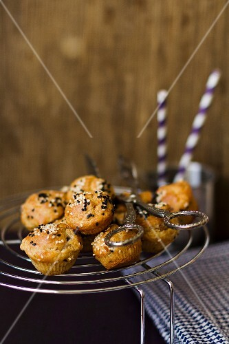 Mini muffins with salt and sesame seeds