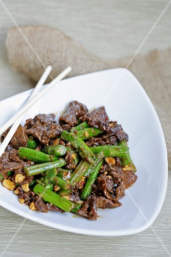 Fried beef with peanuts and asparagus (Asia)