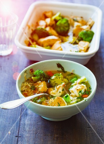 Broccoli and chicken stew with vegetables and brown rice