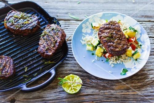 Grilled filet mignon with vegetable rice