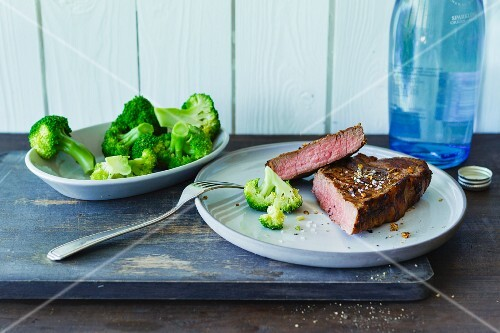 Spiced rump steak and steamed broccoli