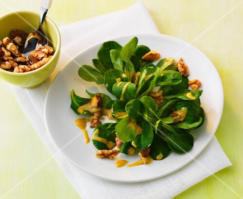 Lamb's lettuce with walnuts and a mustard and raspberry dressing