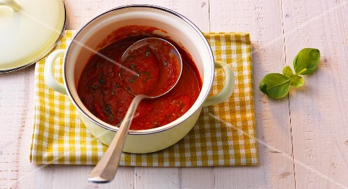 Homemade tomato sugo