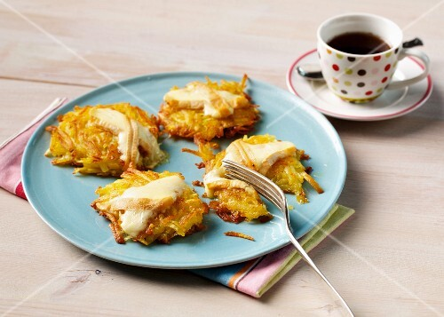 Cheese potato cakes with Limburg cheese