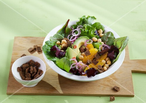Fruity chickpea salad with avocado, oranges and pumpernickel croutons