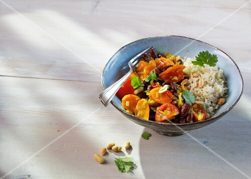 African-style kidney beans with turmeric and curry