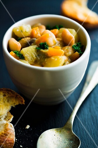 Bean stew with bread (Tuscany)