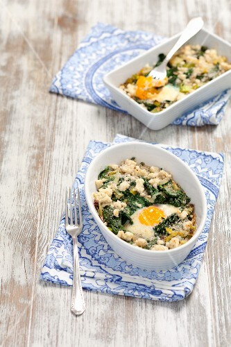 Baked eggs with spinach, leek and feta cheese