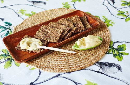 Detox onion bread with cream cheese made from cashew nuts and apple vinegar