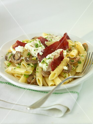 Penne with ricotta, mushrooms and bacon