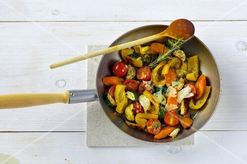 Fried vegetables with peppers, courgettes and tomatoes