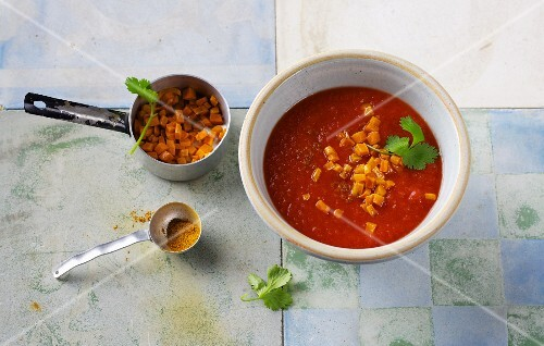 Oriental tomato soup with carrots, ginger and garam masala