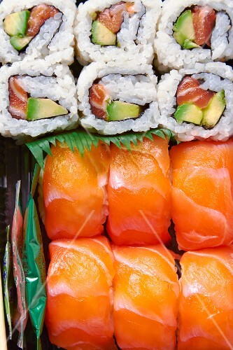 Sushi with salmon and avocado (close-up)