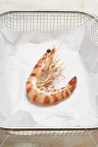 A king prawn in a paper-lined wire basket