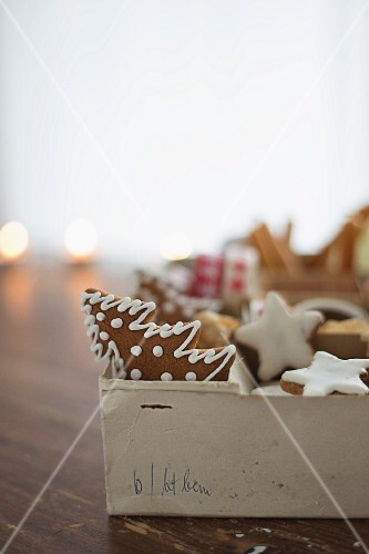 Cinnamon stars and gingerbread in an old box