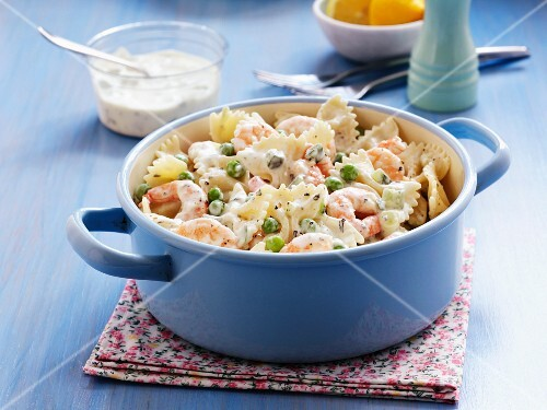 Farfalle with prawns, peas and creamy sauce