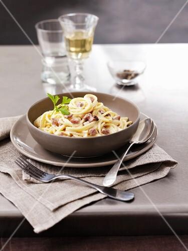 Spaghetti carbonara with bacon and parsley