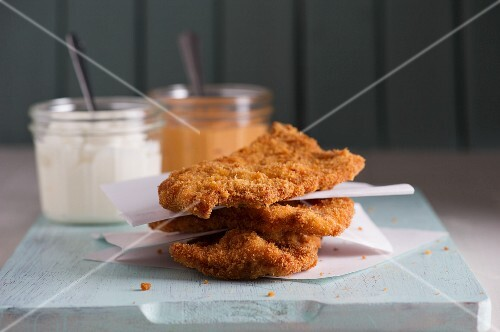 Fried chicken escalopes with two sauces