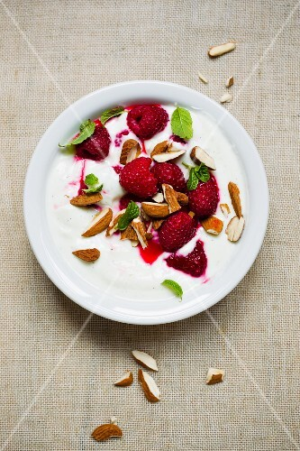 Yogurt with raspberries and almonds