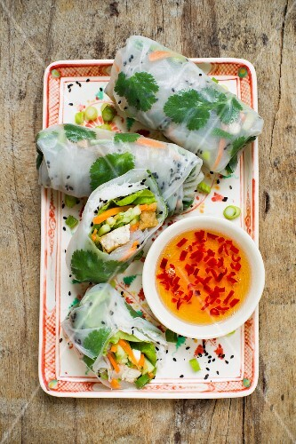 Rice paper rolls with vegetables and a chilli dip