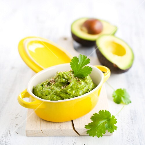 Avocado pesto with coriander and almonds