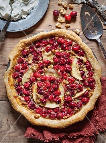 Apple, cranberry and walnut pie