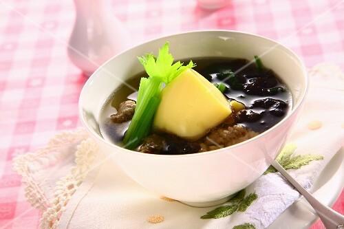 Seaweed soup with pork and tofu