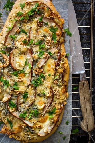 Pizza with pear, blue cheese, garlic, cheese and herbs