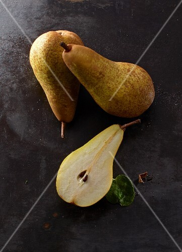Abate Fetel pears, whole and halved