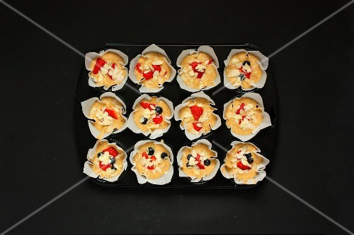 Fruit muffins with flaked almonds (seen from above)
