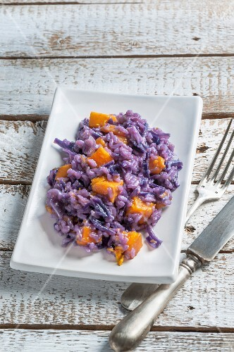 Risotto with red cabbage and pumpkin