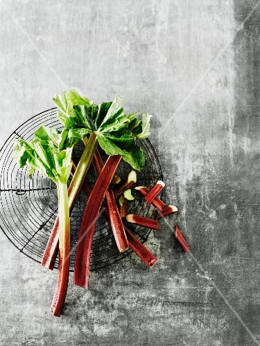 Rhubarb stalks, whole and sliced, on a wire rack