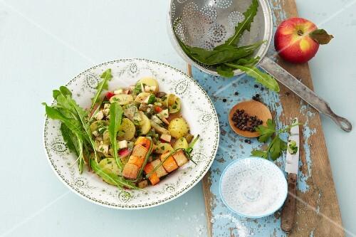Dandelion salad with tofu sticks and potatoes