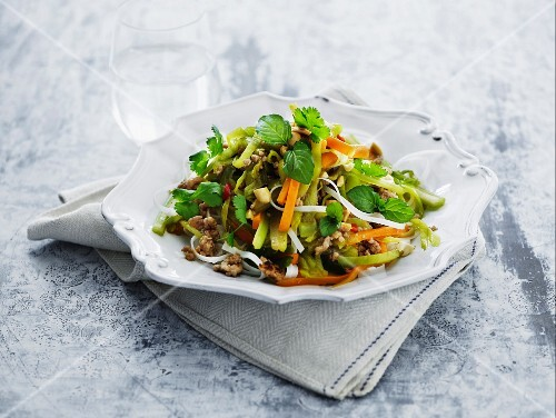Rice noodles with colourful vegetables