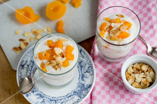 Apricot quark with flaked almonds