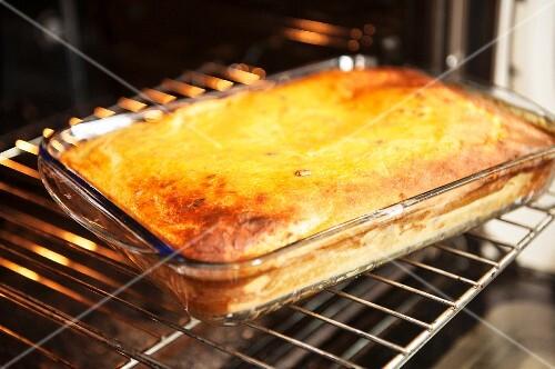 Torta putana (bread cake, Venetia) in an oven