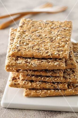 Crispbread with sunflower seeds, sesame seeds and flax seeds