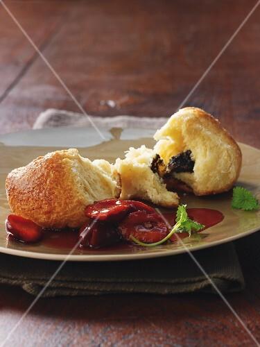 Poppyseed Buchteln (baked, sweet yeast dumplings) with Port wine plums