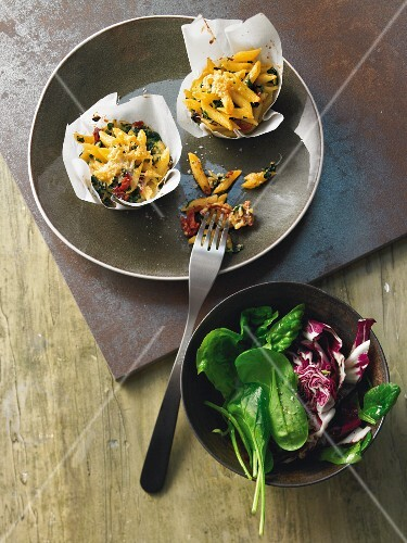 Pasta muffins with chard and cheese