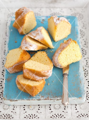 Slices of Bundt cake with icing sugar