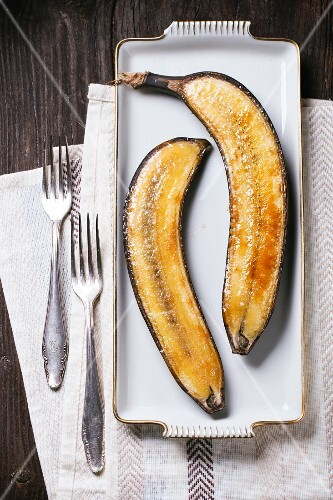 Caramelised bananas on a white platter