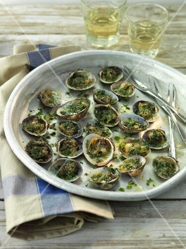 Clams with herbs and white wine