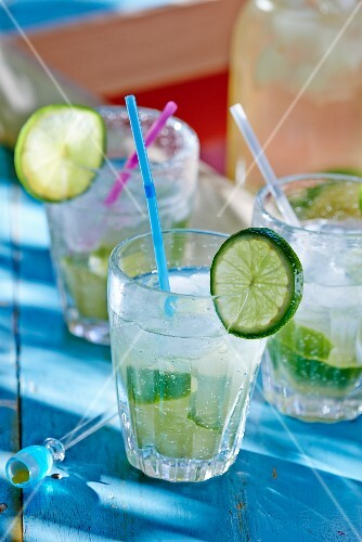 Cocktails with ice and limes