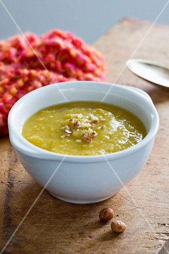 Leek and potato soup with hazelnuts