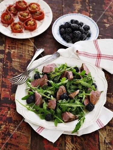 Rocket salad with beef and blackberries