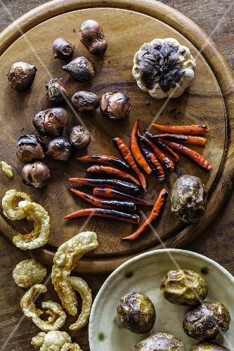 Grilled chilli peppers, shallots, garlic, pork skin and ambarella fruit (Vientiane, Laos)