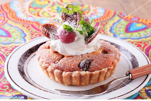 A fig tartlet with cream