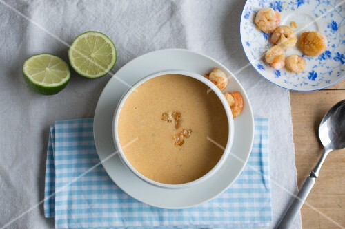 Prawn and coconut soup with limes (seen from above)